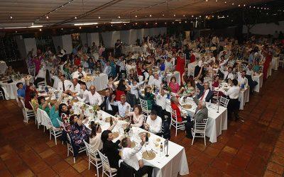 Brindis solidario en la boda de Javi y Alba