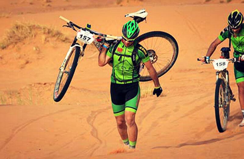 El equipo ciclista AESWH en la Titan Desert